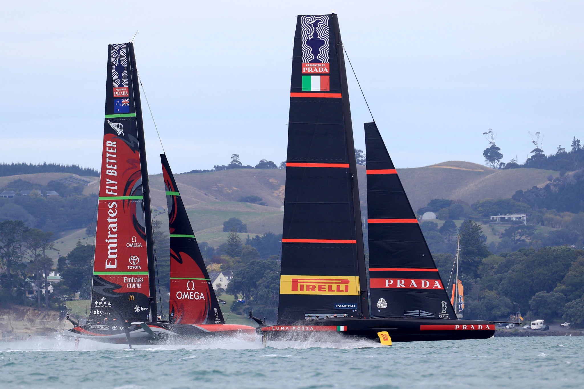 Team New Zealand and Luna Rossa share honours on day one of America's Cup