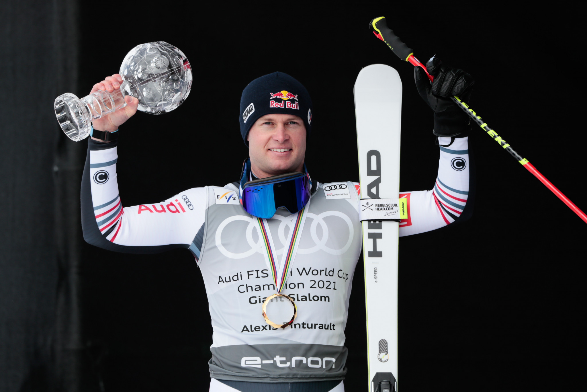 Alexis Pinturault celebrated his 30th birthday by winning the men's crystal globe with victory in Lenzerheide ©Getty Images