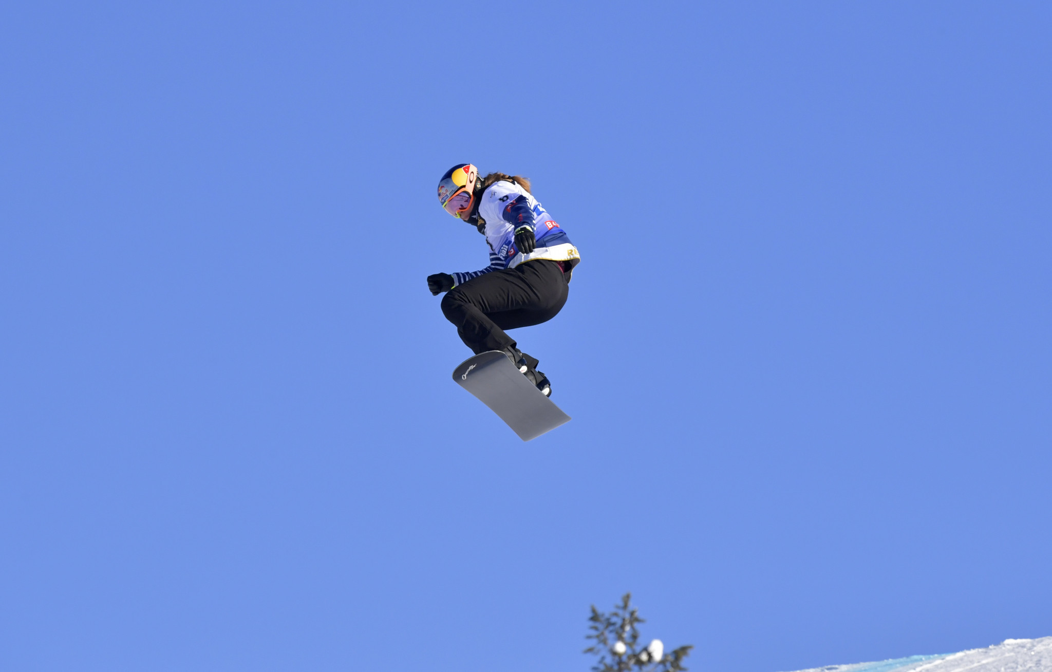 Samková and Hämmerle win in Veysonnaz to claim overall Snowboard Cross World Cup crowns