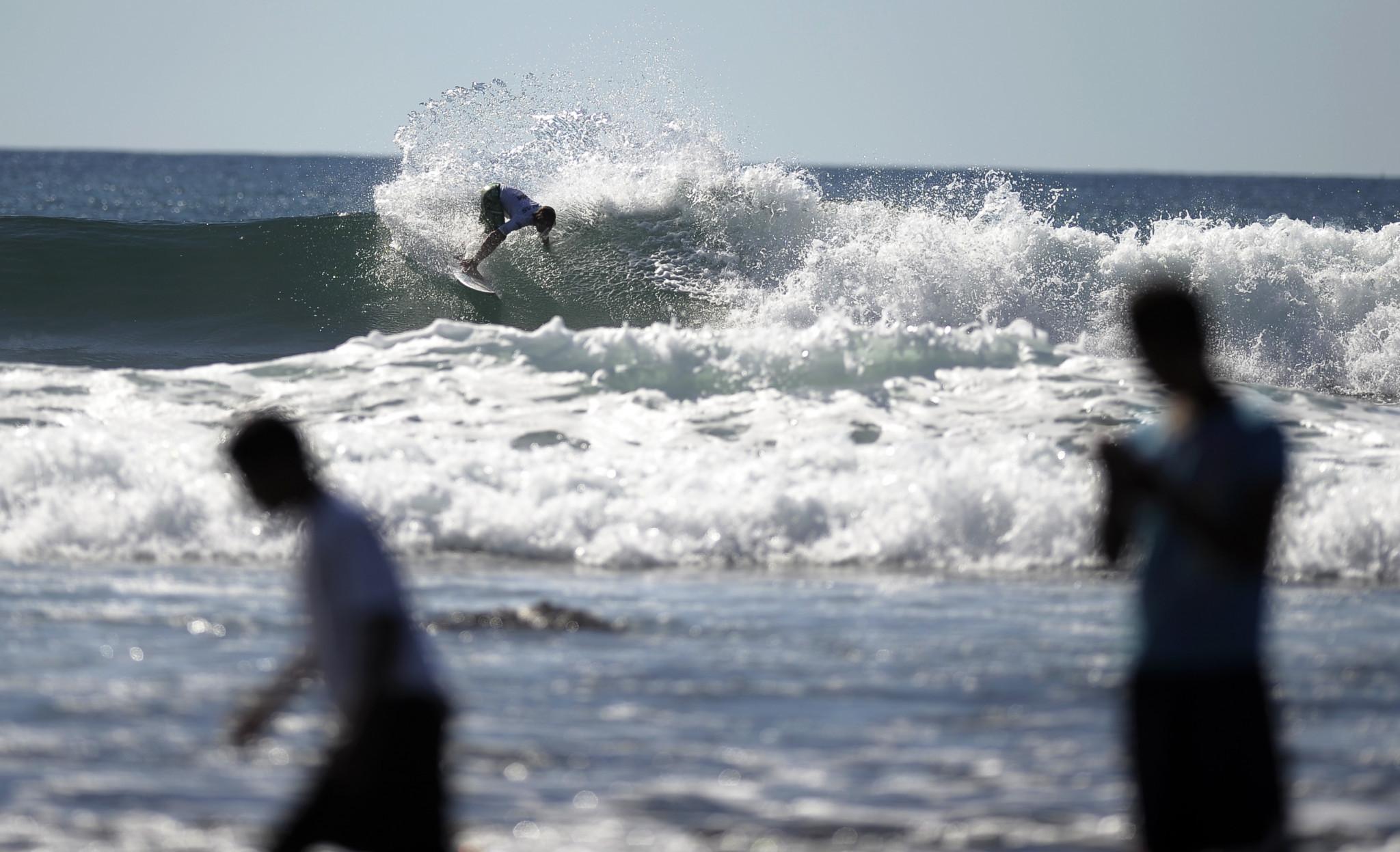 El Salvador surfer Diaz dies after being struck by lightning