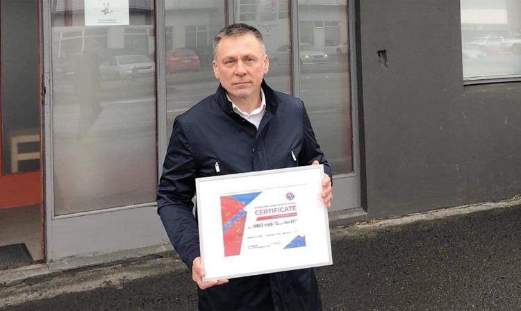 Sambo 80 club head Alexander Stolyarov received the accreditation certificate ©FIAS