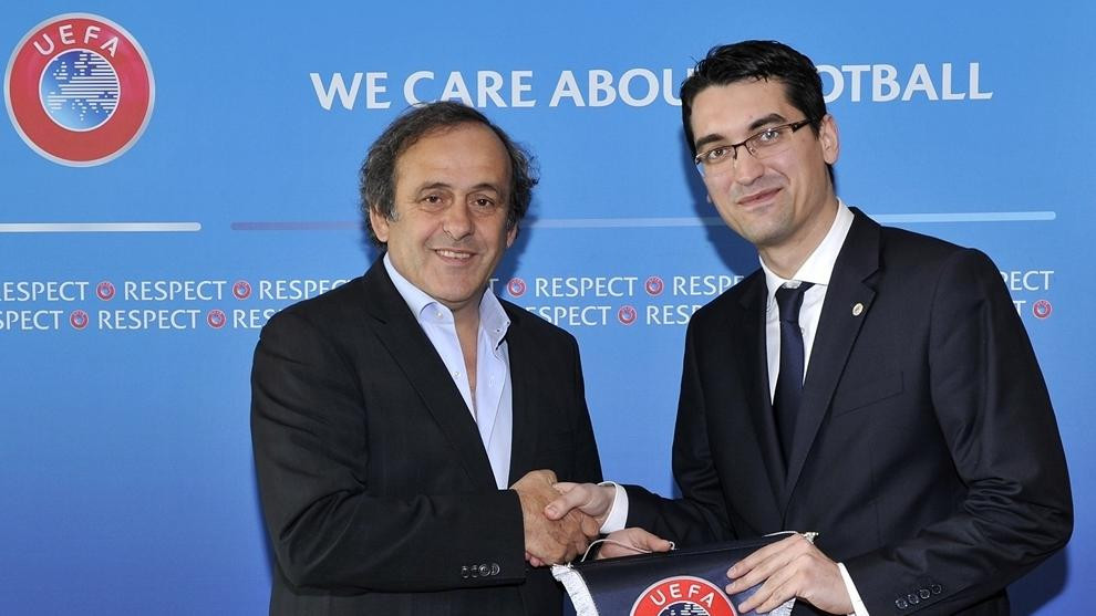 La scurt timp după ce a fost ales președinte al Asociației Române de Fotbal în 2014, Roswan Burlianu a vizitat Elveția și a purtat discuții cu președintele UEFA de atunci, Michael Platini © UEFA