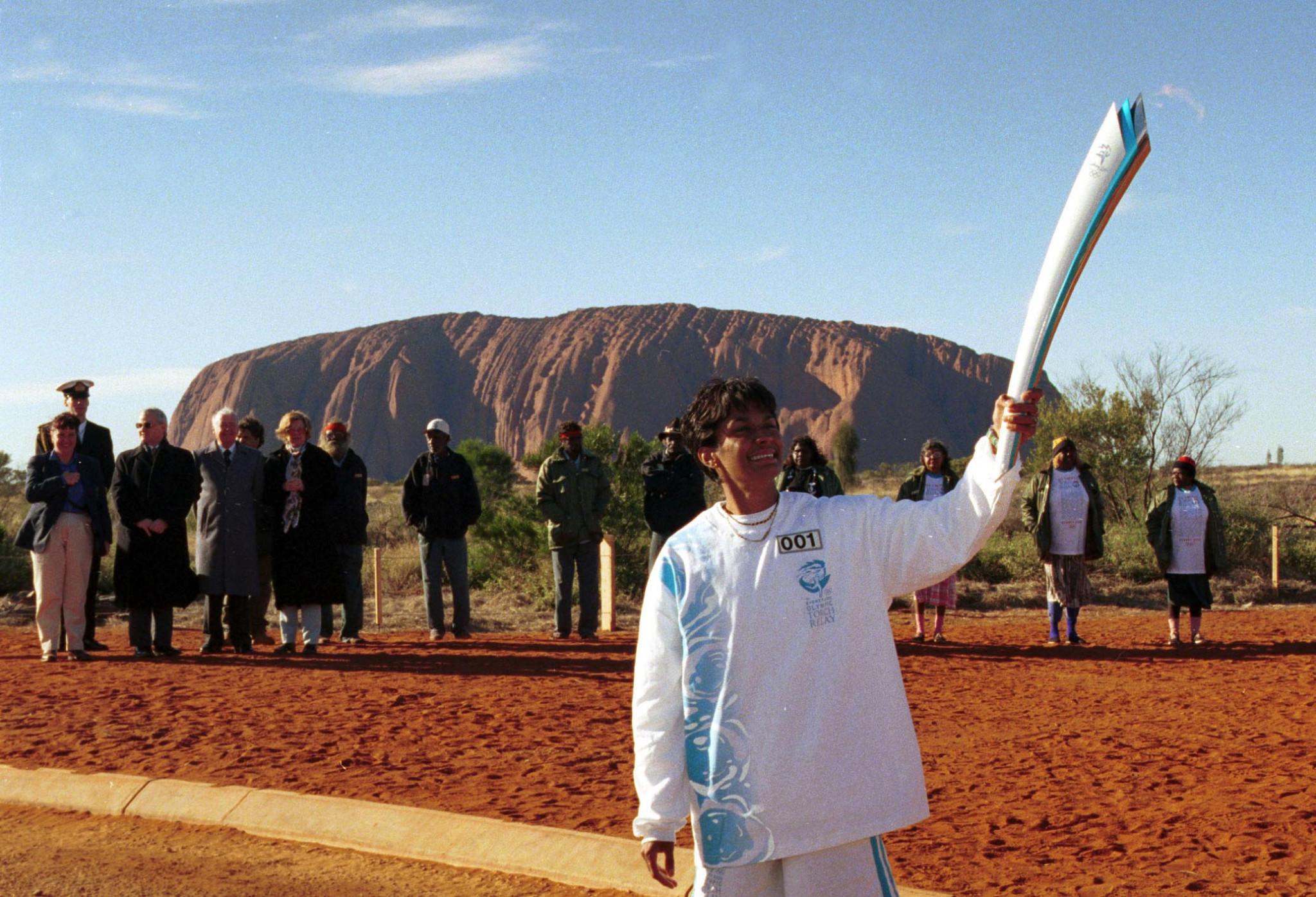Australian Olympian Nova Peris with the Sydney 2000 Torch at Uluru ©Getty Images