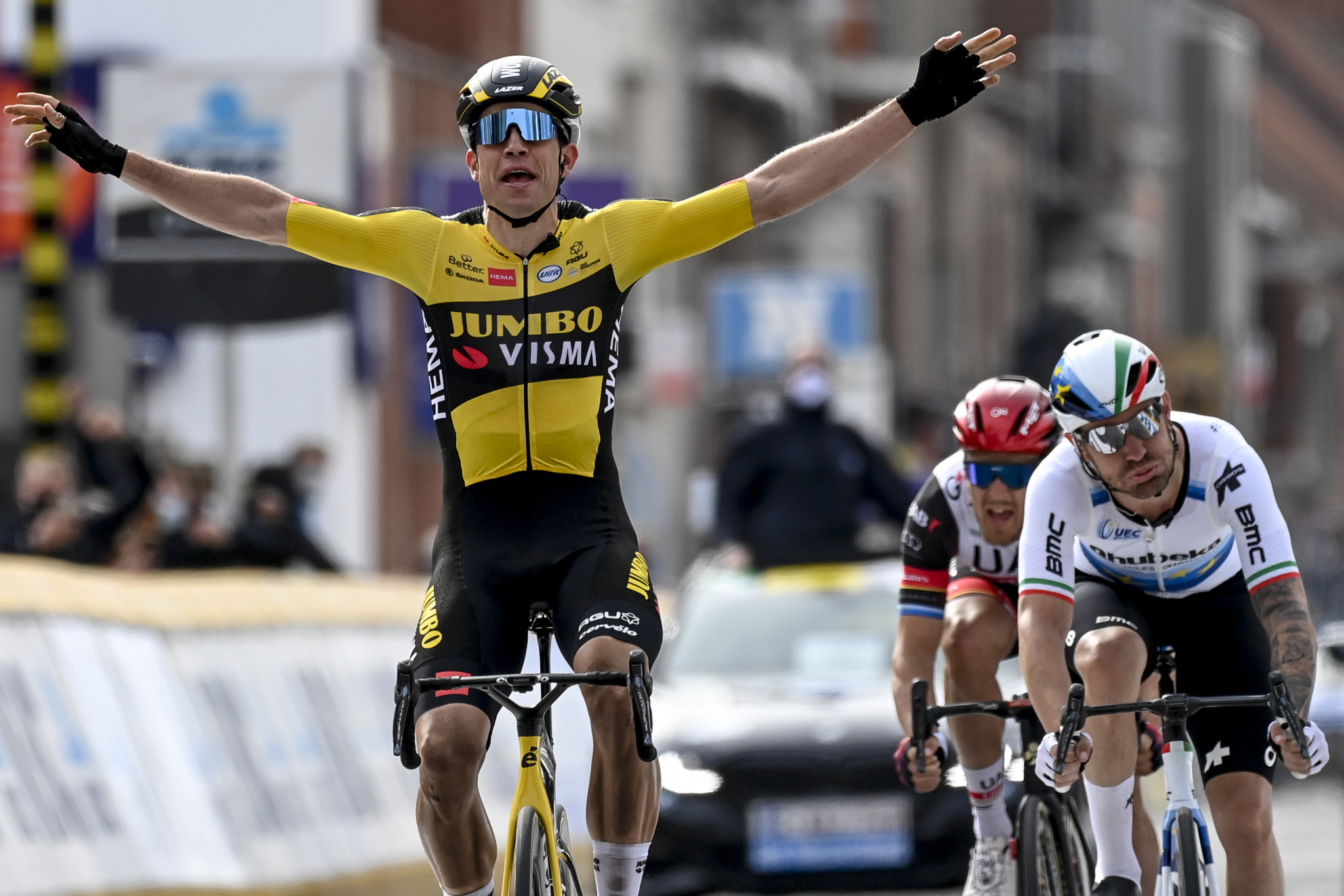 Van Aert wins Gent-Wevelgem as two teams pull out due to COVID-19 cases