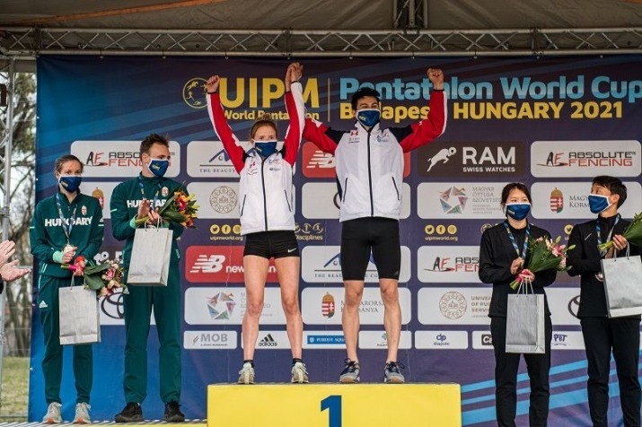 Olivia Green and Joseph Choong topped the podium in the mixed relay in Budapest ©UIPM