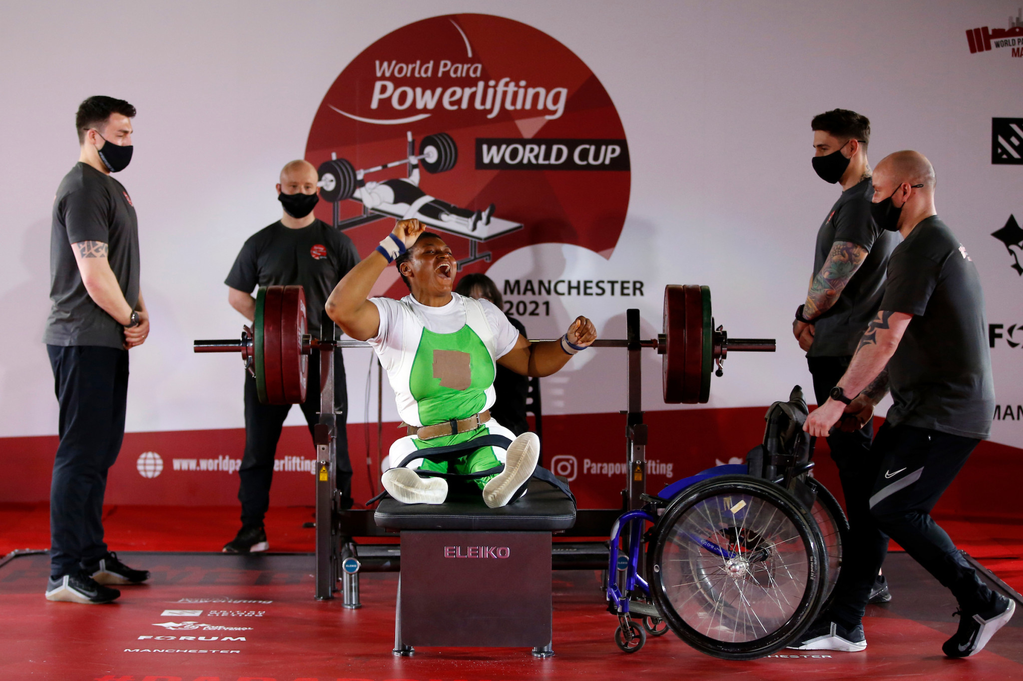 Folashade Olywafemiayo set a new world record en route to winning women's under-86kg gold ©SWpix