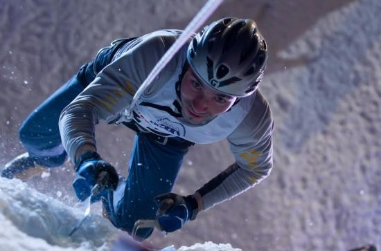 A speed ice climber pictured in action ©UIAA
