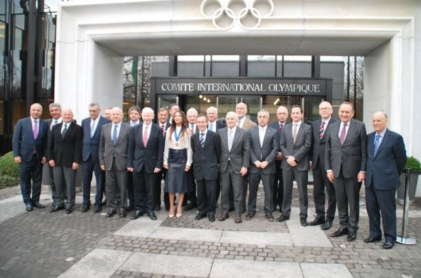 Mehriban Aliyeva pictured with EOC officials outside the IOC headquarters ©EOC