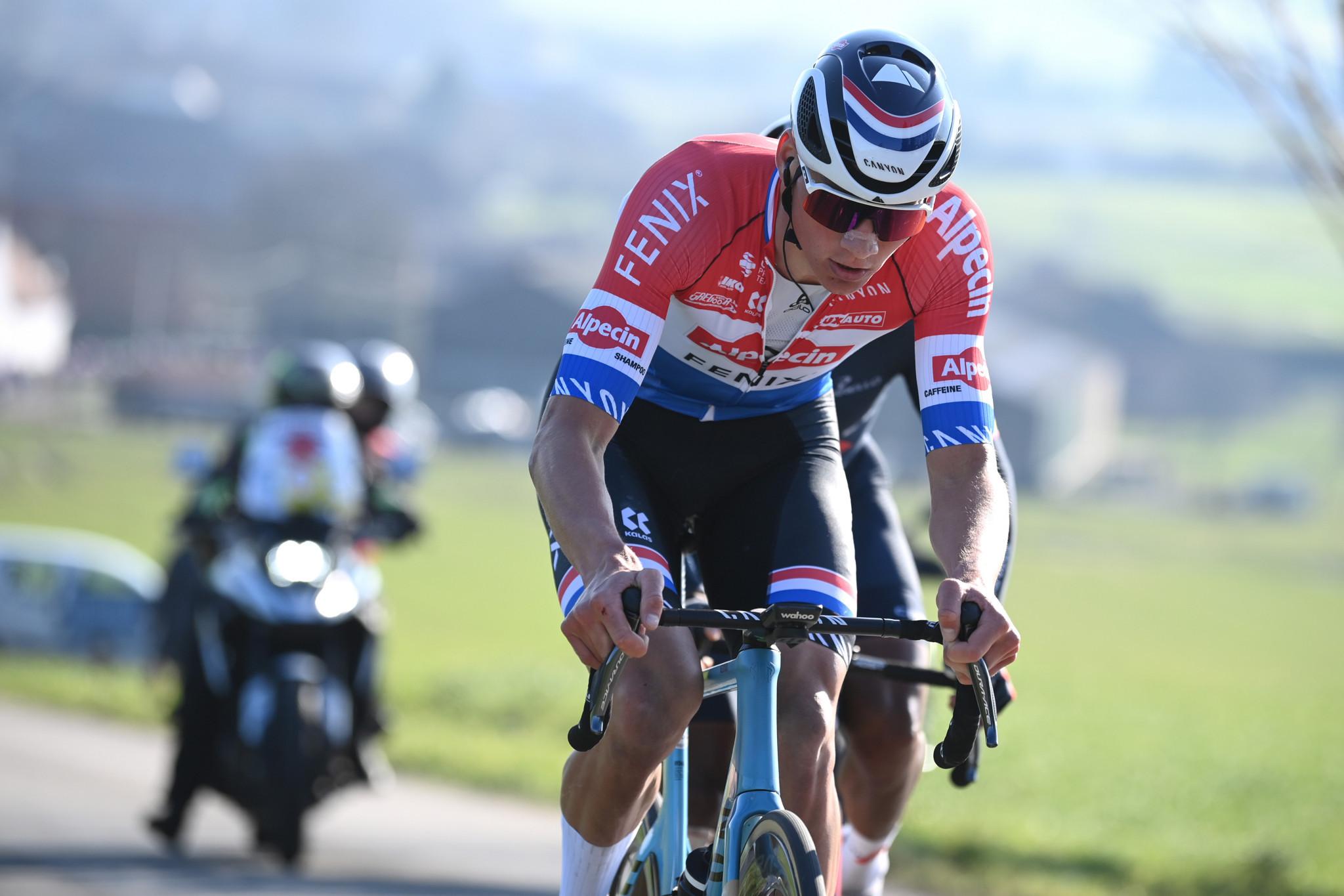 Reigning champion Van der Poel among starters at Dwars door Vlaanderen