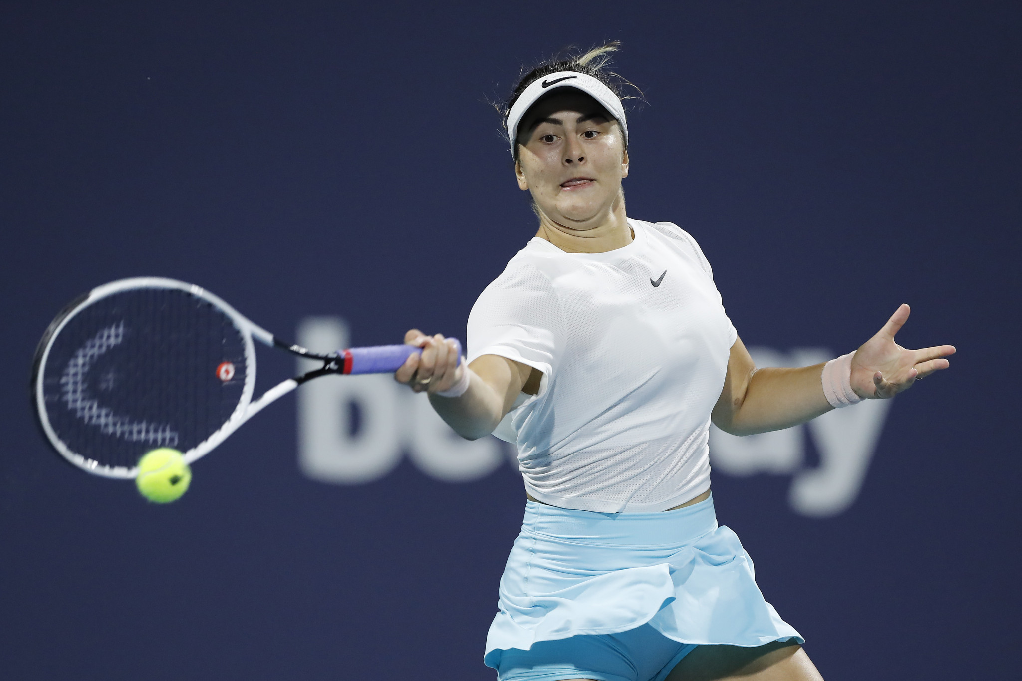 Andreescu overcomes Sakkari in early hours to reach Miami Open final