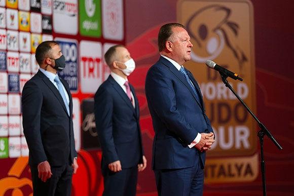 IJF Başkanı Marius Weiser, Antalya Grand Slam finalinin ikinci günü öncesinde kısa bir açılış töreninde konuştu © IJF / Emanuel de Feliciano Antonio ve Gabriel Sabah