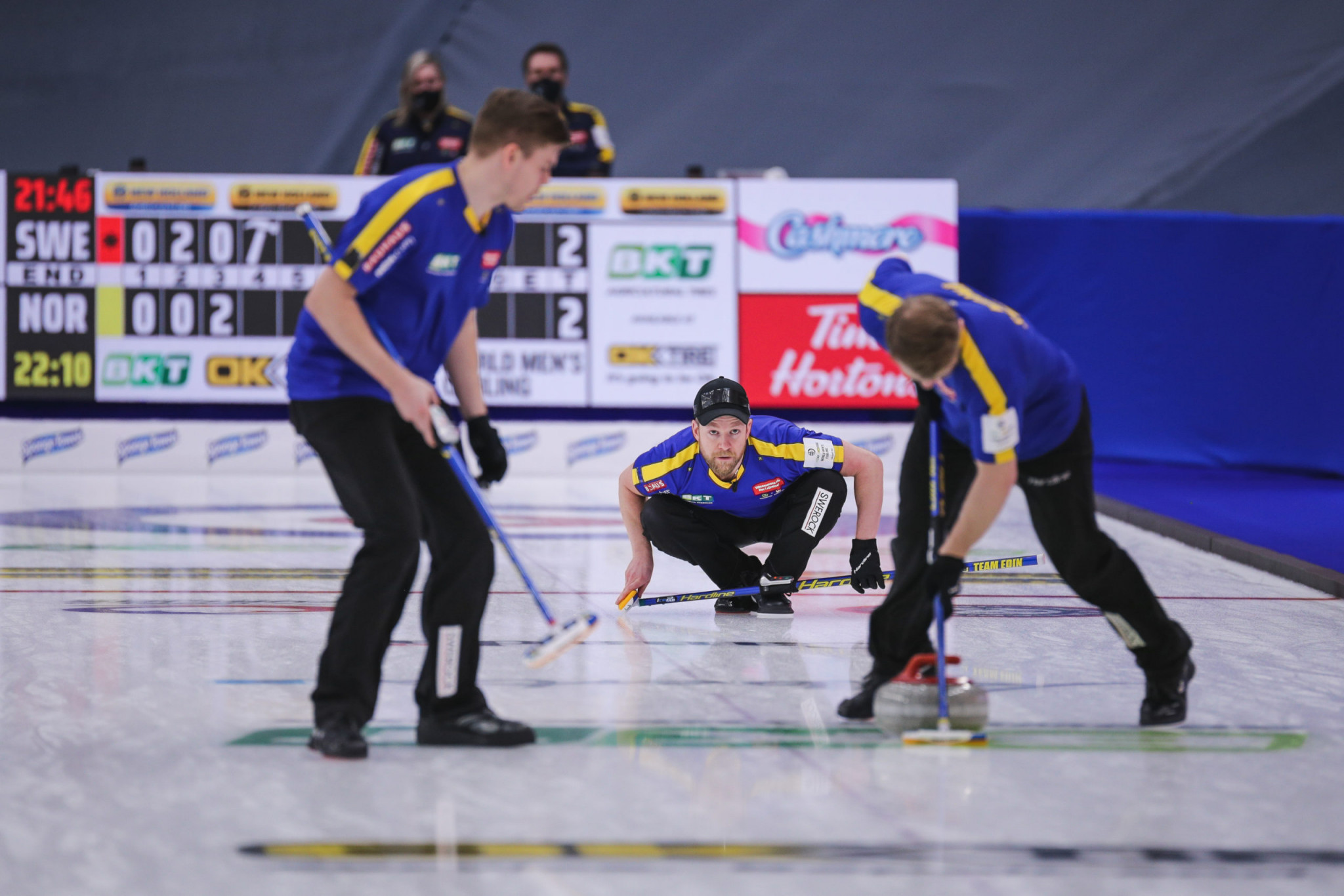 Holders Sweden win decisive matches at World Men's Curling Championship