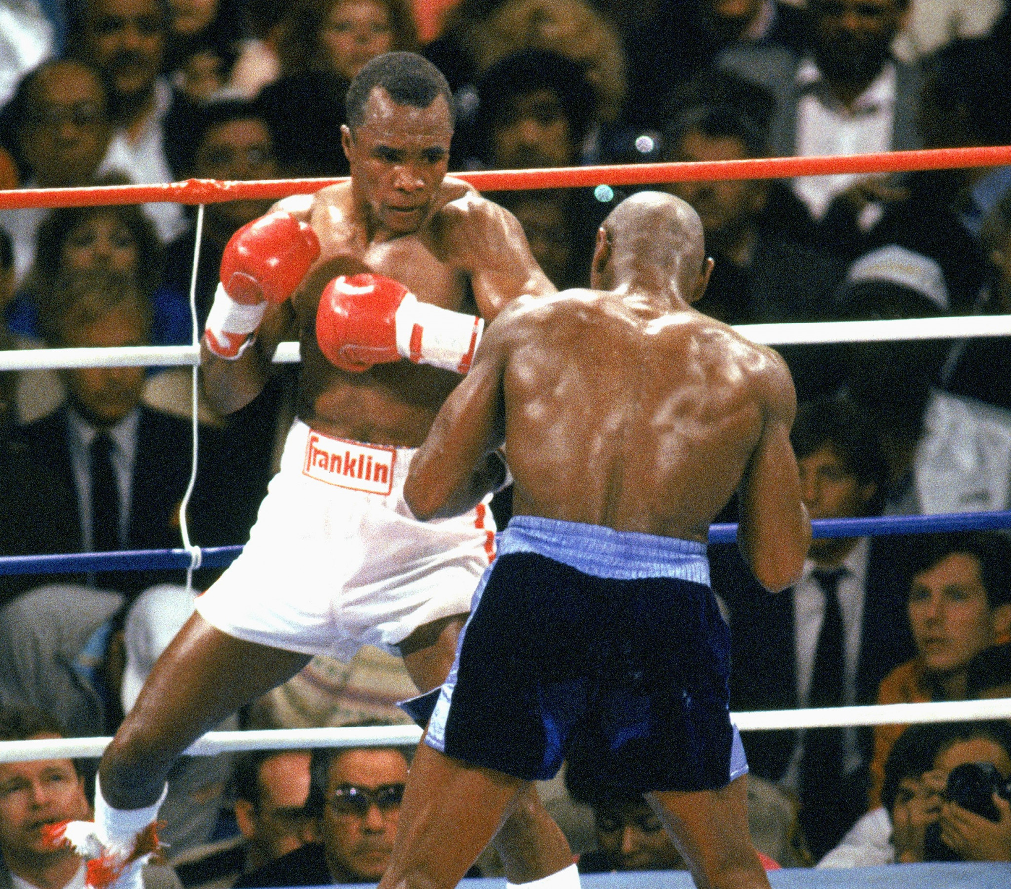 Sugar Ray Leonard, in white, was given the decision at the end of one of the most contentious bouts in boxing lore  ©Getty Images