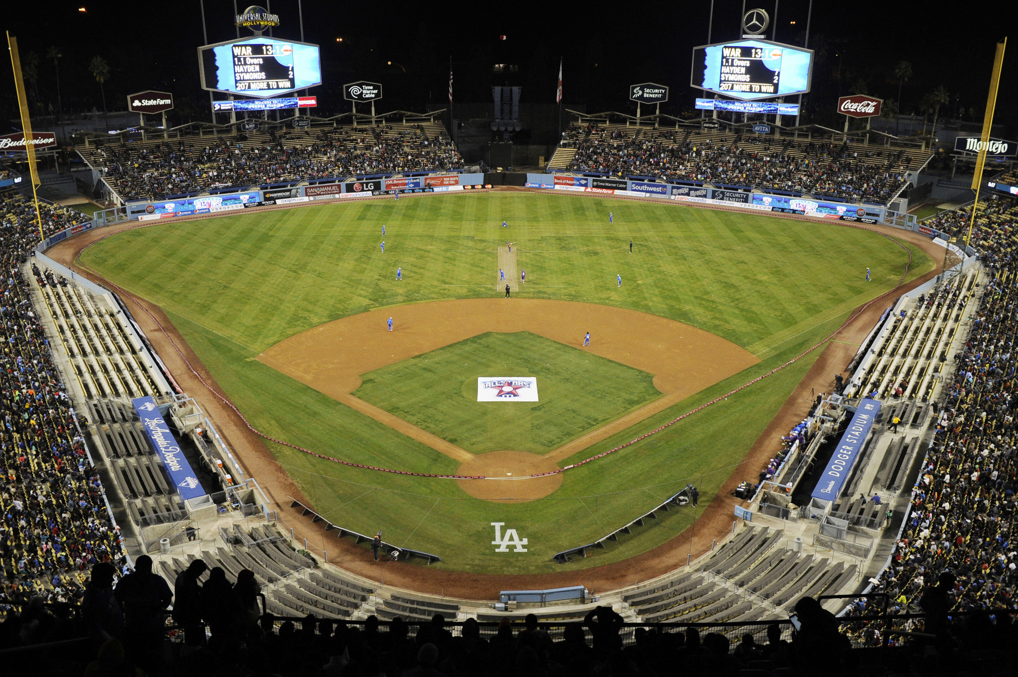 Dodger Stadium in Los Angeles hosted an exhibition cricket match between two teams of retired players - led by Shane Warne and Sachin Tendulkar - in 2015 ©Getty Images