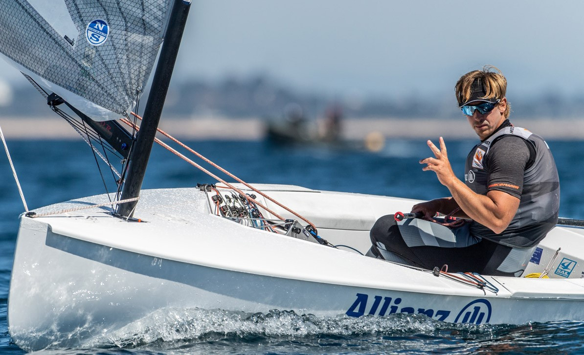 Overnight leader Zsombor Berecz was overtaken on day two of the 2021 Finn Open and Under-23 Championships in Vilamoura by Spain's Joan Cardona, who won both of the day's races ©finneuropeans
