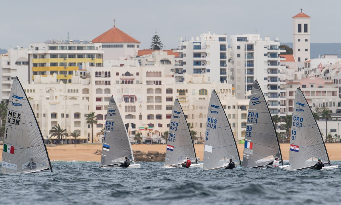 Hungary's Zsombor Berecz and Britain's Rio 2016 gold medallist Giles Scott moved into the top two places at the Finn European Championship in Vilamoura as Spain's 22-year-old leader had a day of mixed fortunes ©vilamourasailing