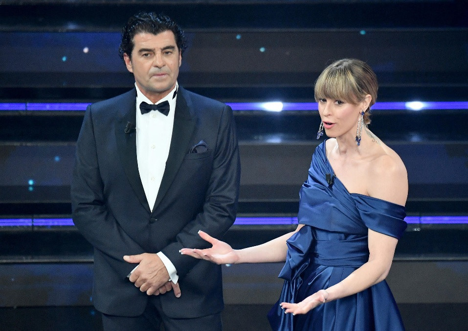 Alberto Tomba and Federica Pellegrini both took part in a special ceremony to unveil the Milan Cortina 2026 logo ©Milan Cortina 2026