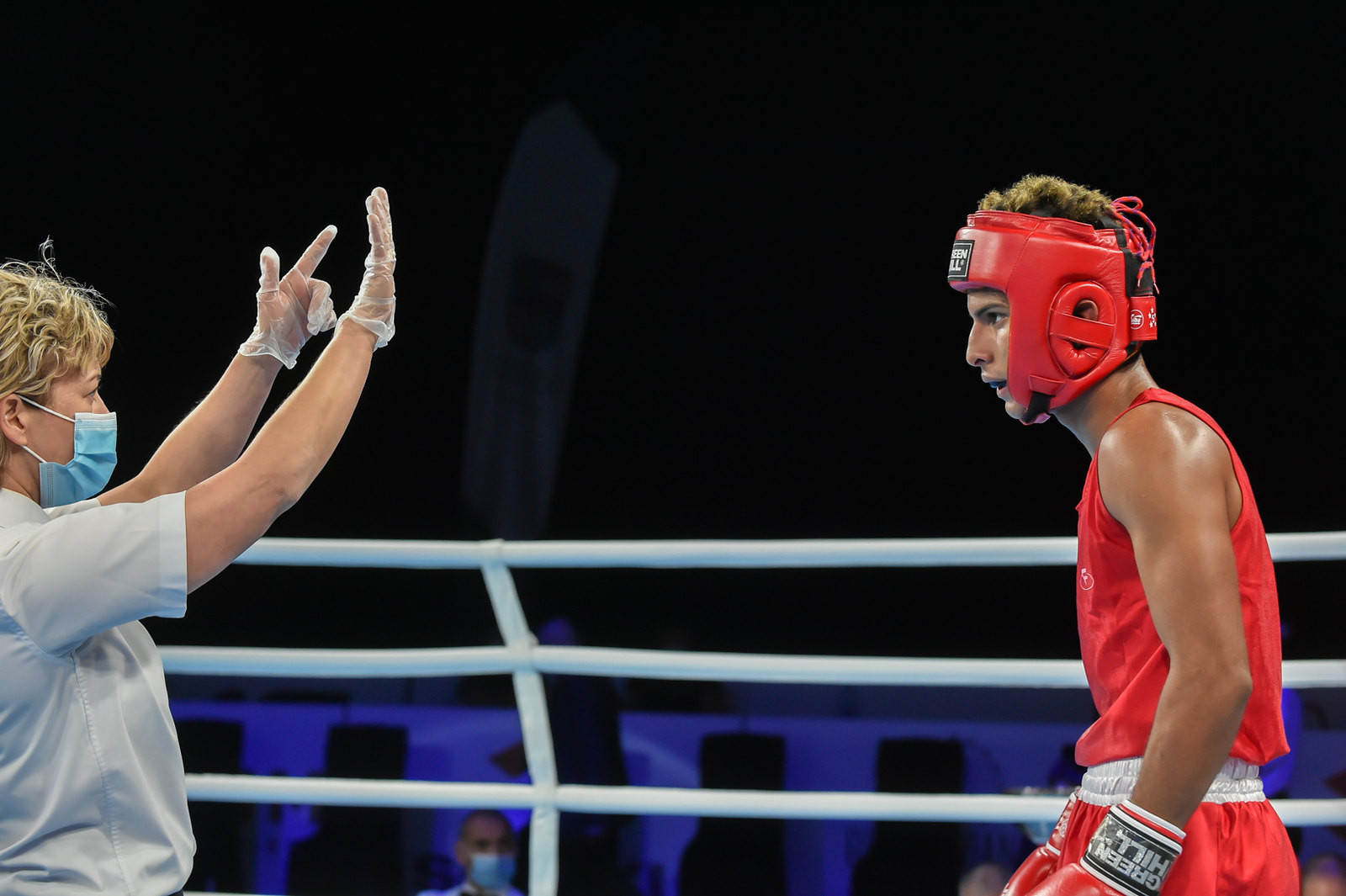 The referee issues a standing count against a fighter ©AIBA