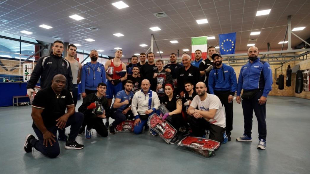 Il Presidente della Federazione Internazionale di Pugilato Omar Karimlev, nella foto, si allena con la squadra italiana di boxe durante la sua visita ad Assisi, dove verrà istituita la European Boxing Academy © AIBA