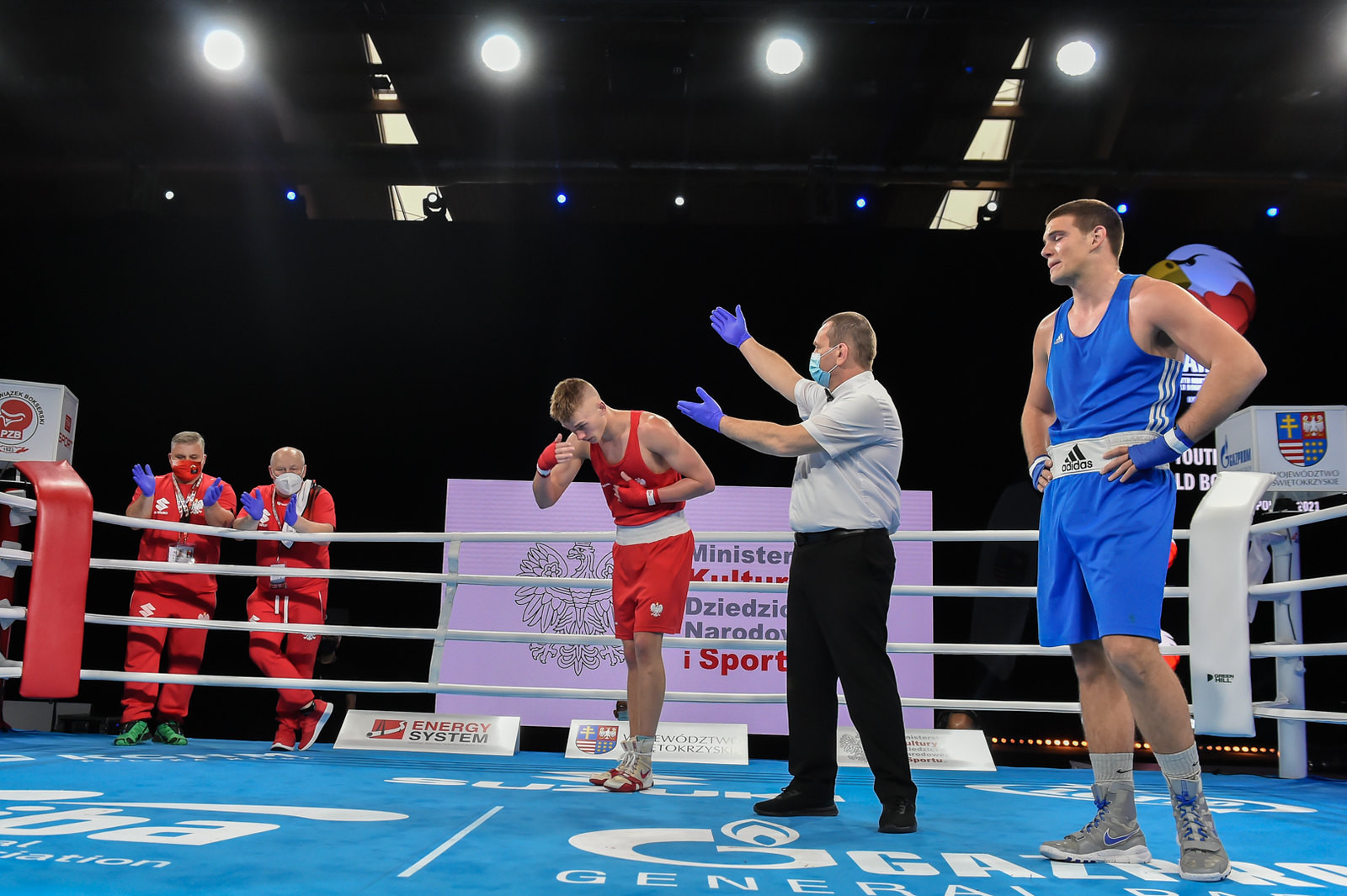 Two weary fighters stand in the ring as they await the result of their bout ©AIBA