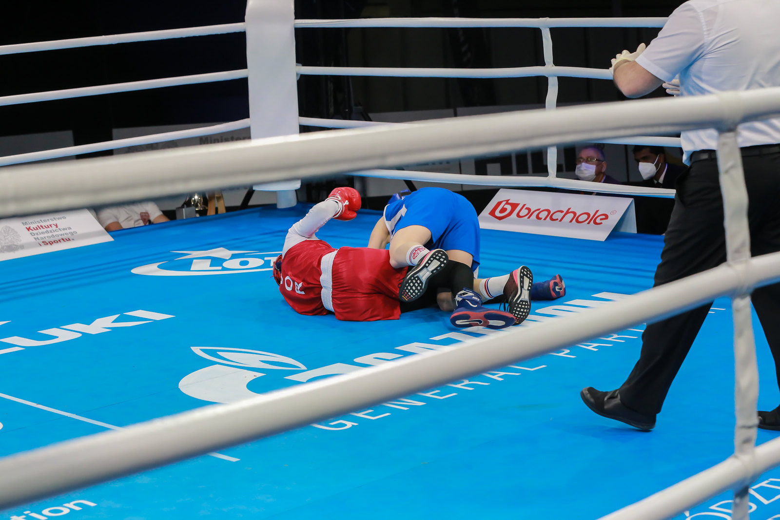 One fight saw both participants simultaneously take a tumble ©AIBA