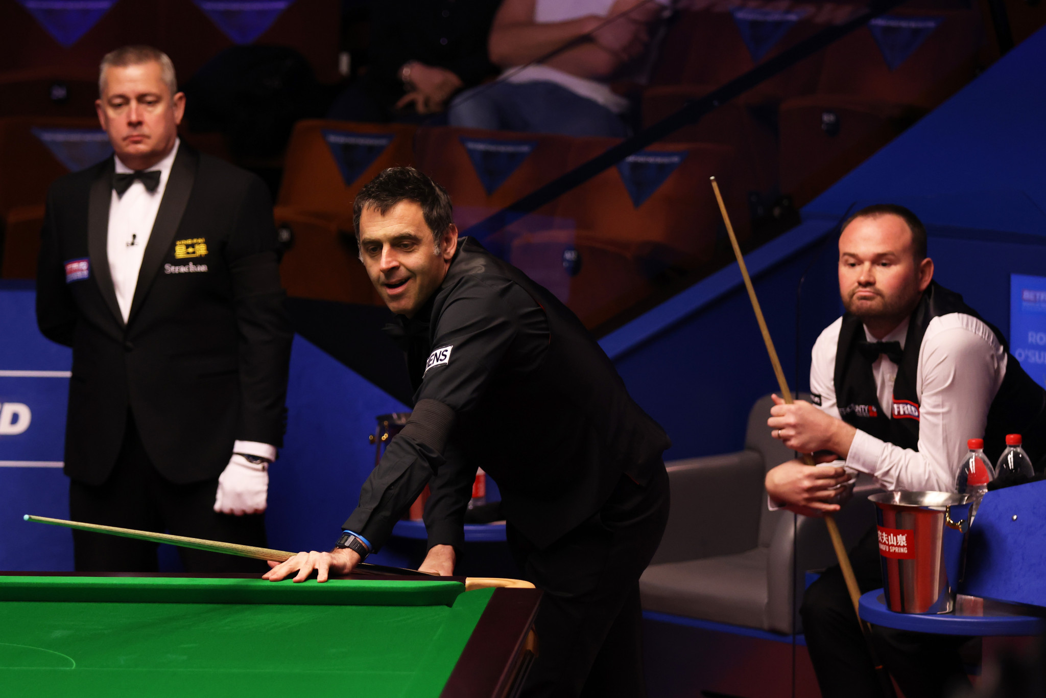 Defending champion O'Sullivan finishes strongly as he advances to second round of World Snooker Championship
