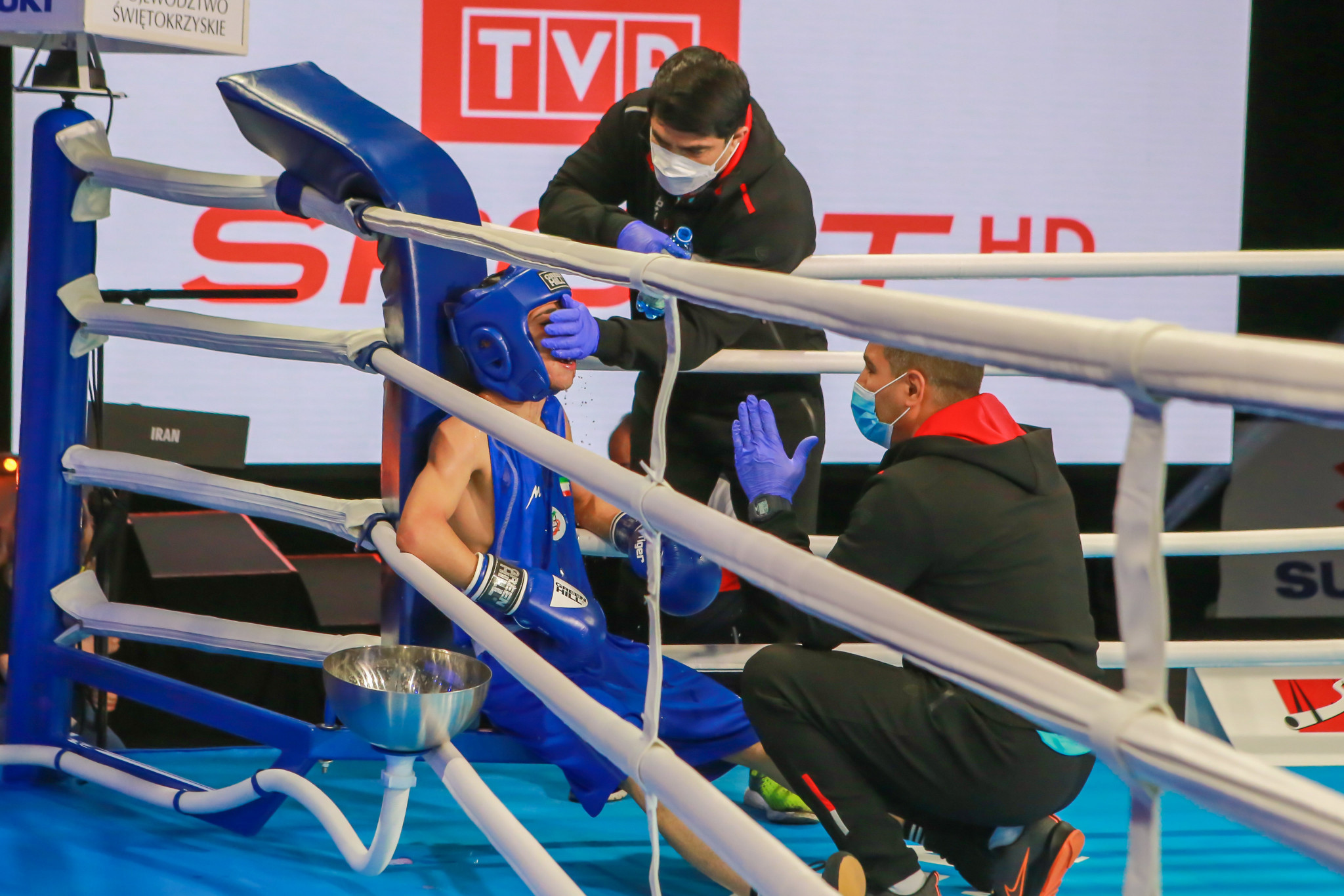 A boxer is attended to between rounds by his team ©AIBA