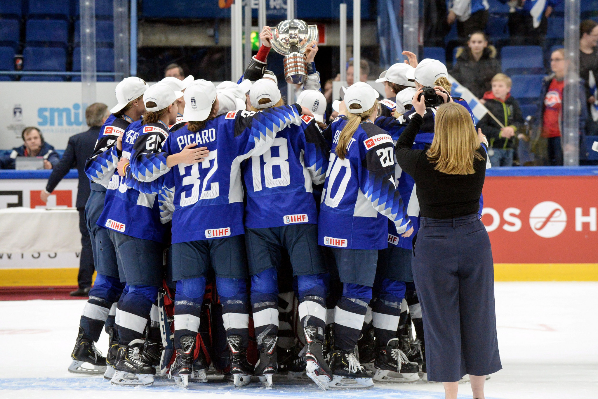 Johnson takes charge of US women ahead of IIHF World Championship as Corkum steps down