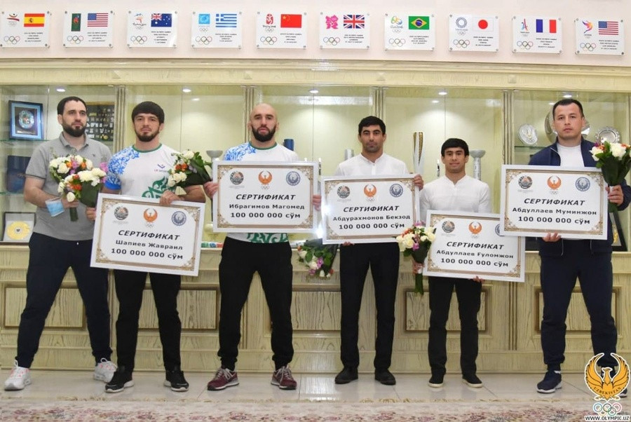 Uzbekistan NOC awards Tokyo 2020-bound wrestlers monetary bonus