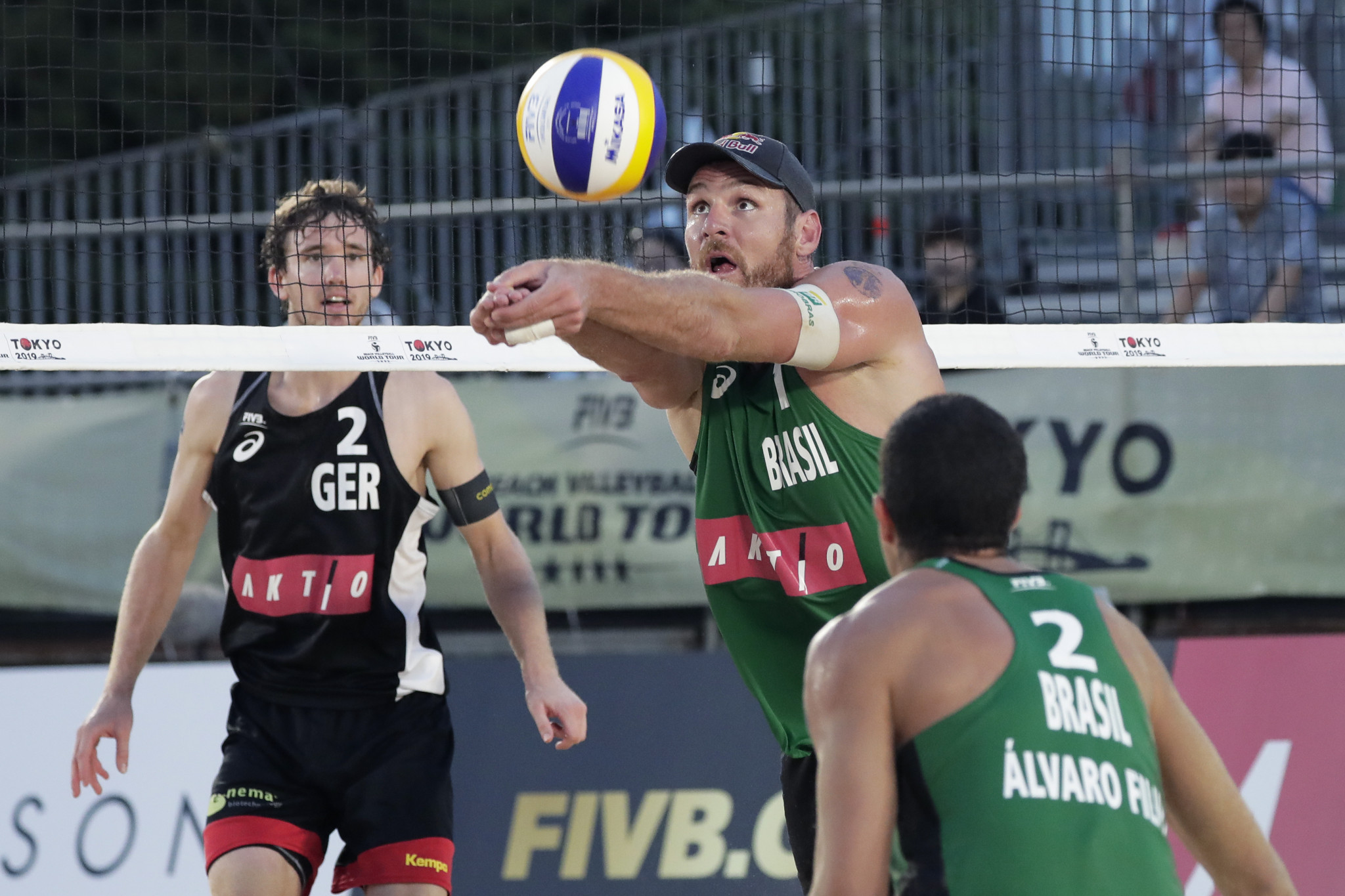 Alison and Filho progress to quarter-finals of Beach Volleyball World Tour in Cancun