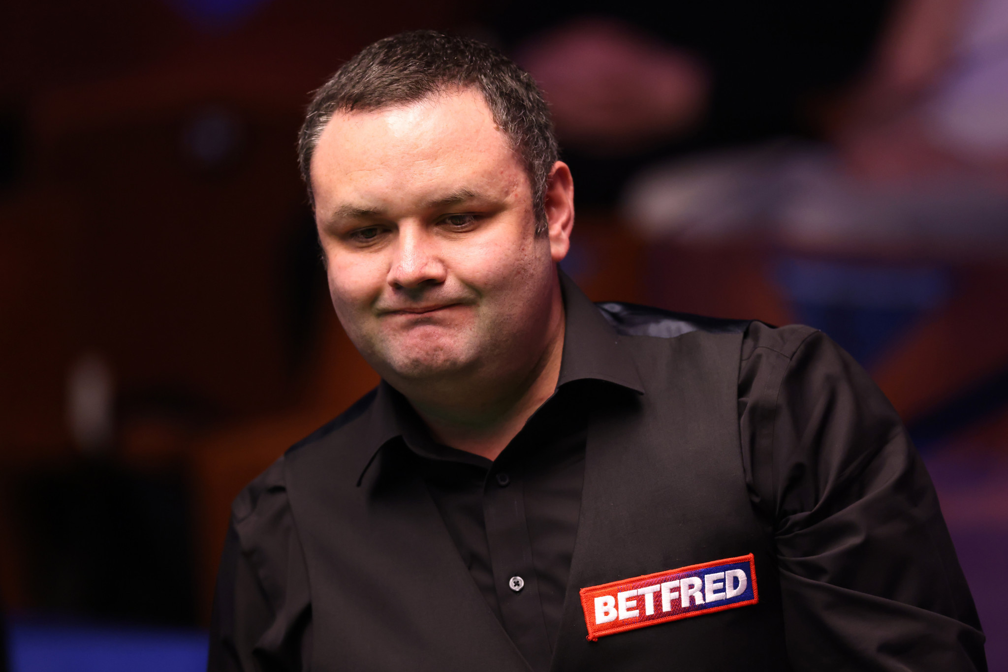 Scotland's Stephen Maguire became the first top 16 player to be eliminated at the World Championship after he was beaten 10-4 by Jamie Jones ©Getty Images