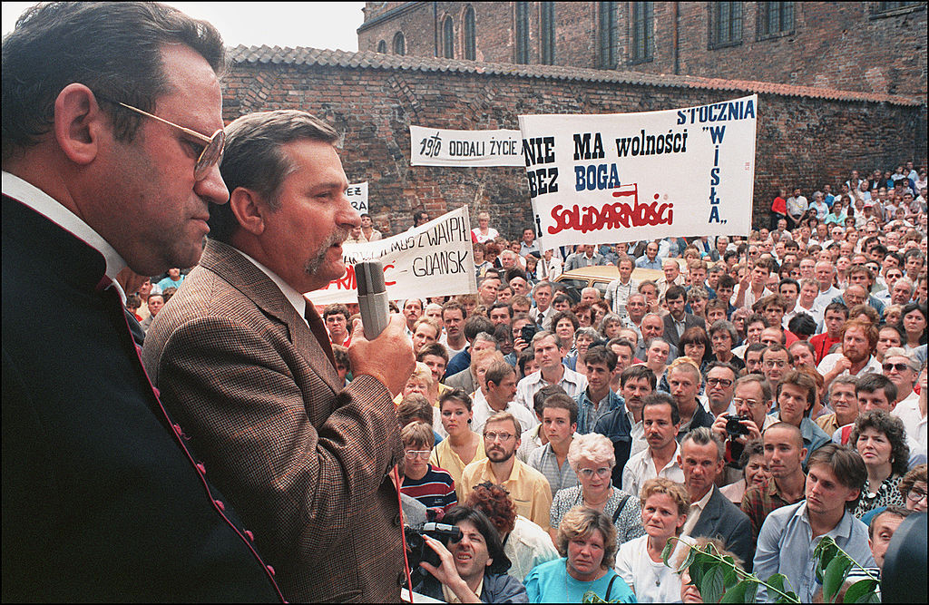 Poland's Solidarity leader and future President Lech Wałęsa addresses some 10,000 striking workers in 1988 at the Lenin shipyard in Gdansk ©Getty Images