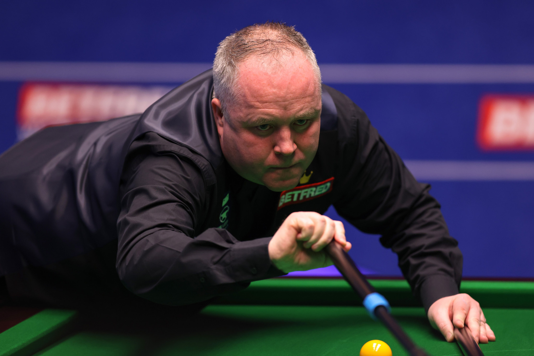 Four-time champion Higgins battles back to advance at World Snooker Championship