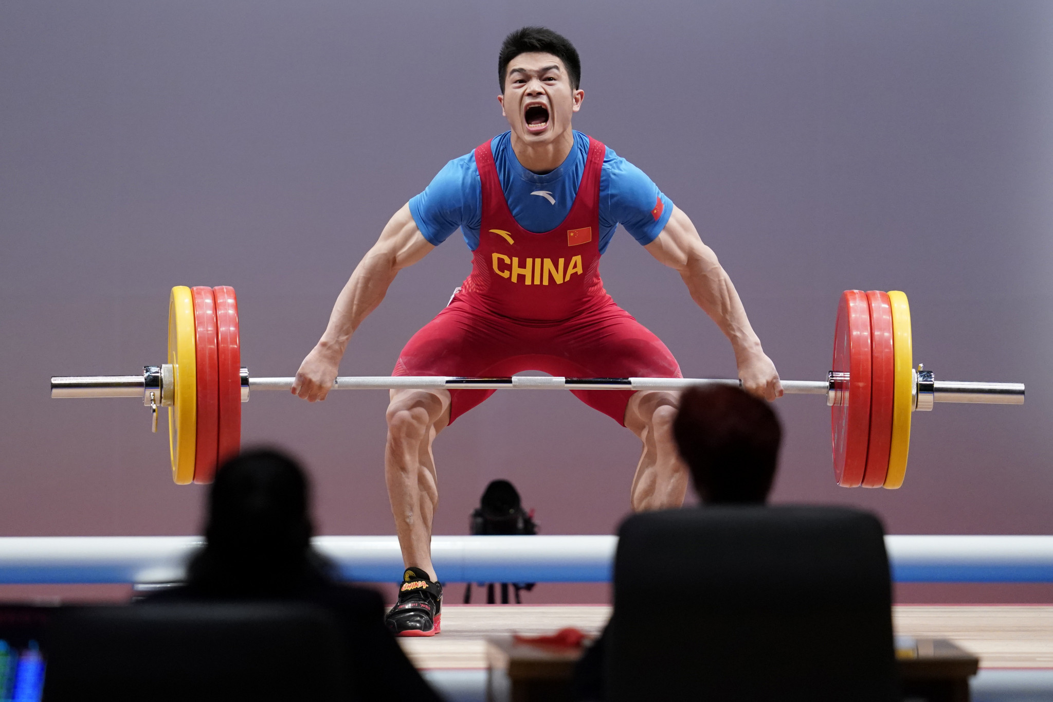 Olympic champion Shi Zhiyong set a new snatch record en route to the Asian 73kg title ©Getty Images