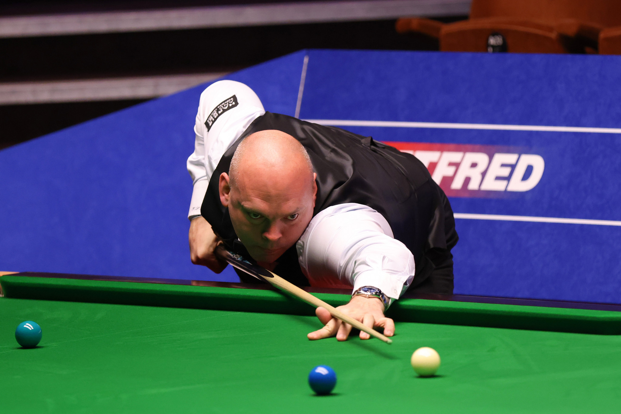 Bingham and Lisowski advance with last-frame wins at World Snooker Championship
