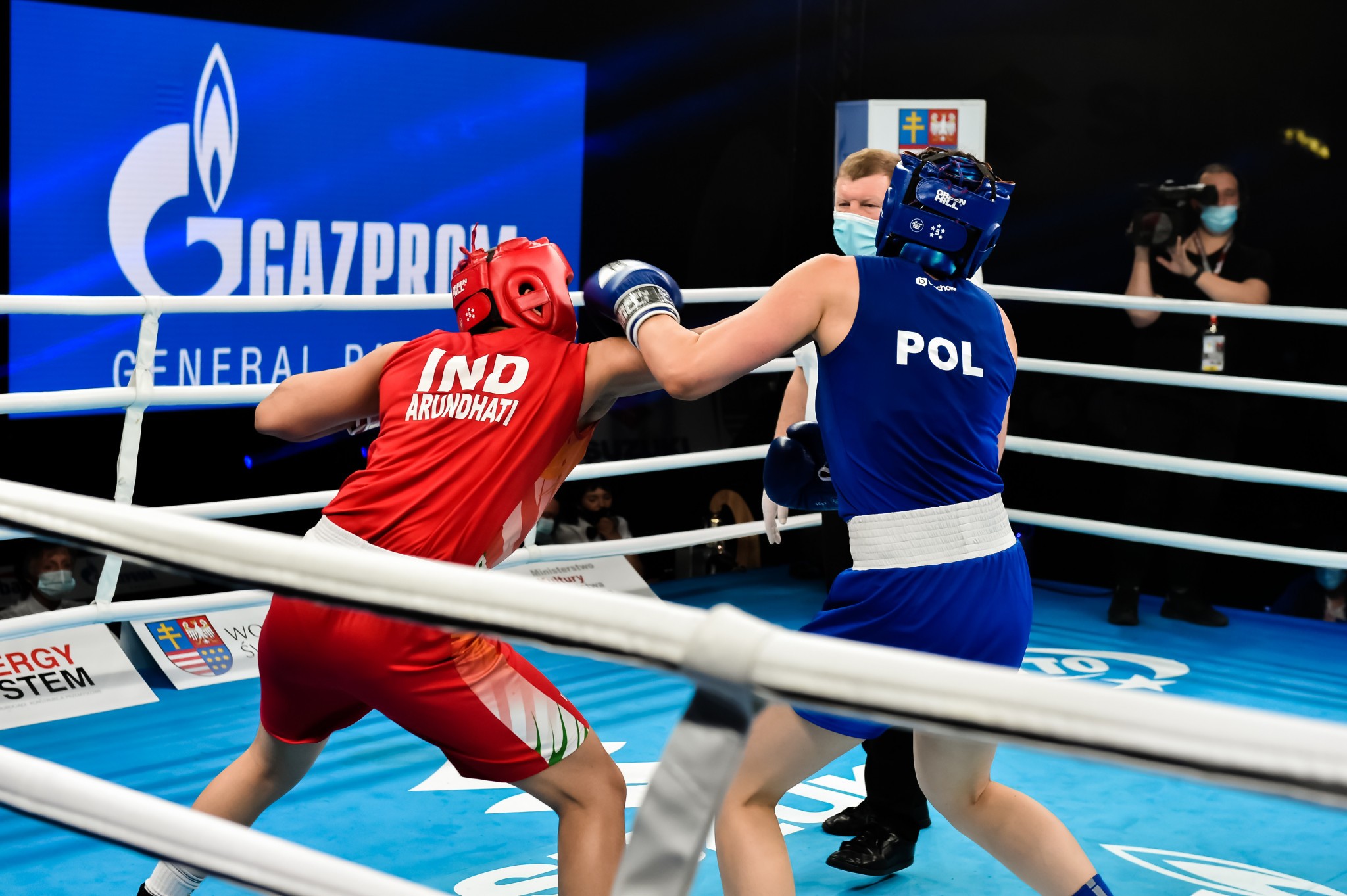 Arundhati Choudhary, in red, claimed gold in the welterweight category ©AIBA
