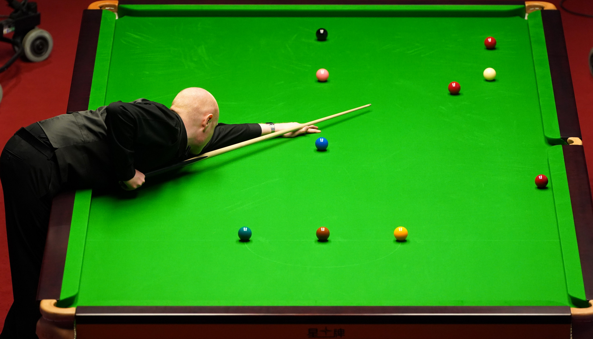 Selby and McGill ahead in World Snooker Championship quarter-finals