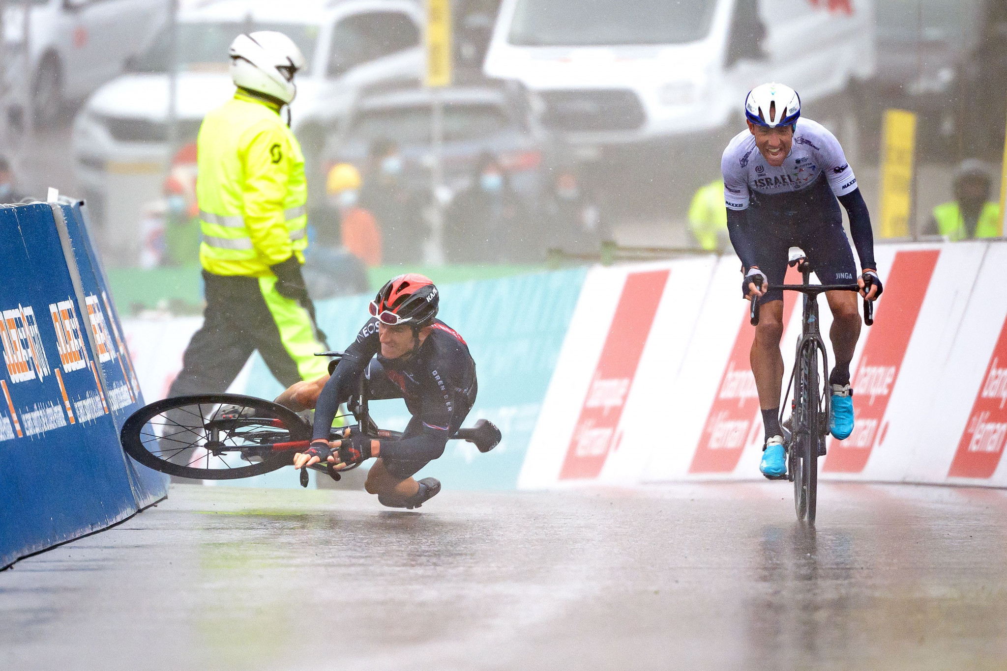 Woods earns Tour de Romandie stage win and race lead as Thomas crashes in final kilometre