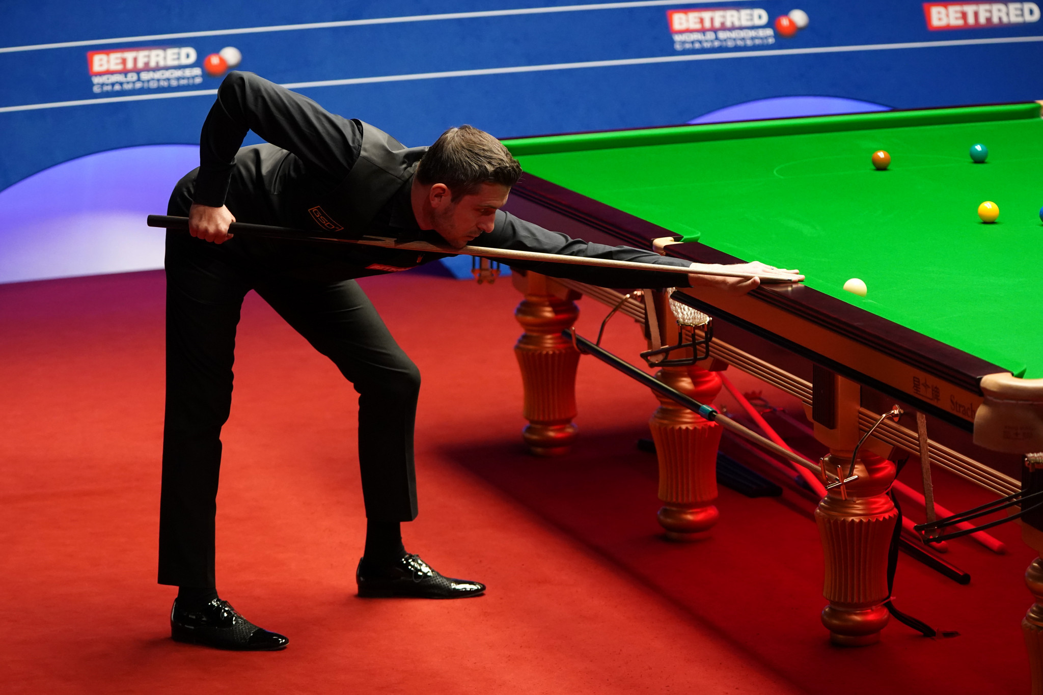 Battling Selby and magical Murphy seal places in World Snooker Championship final