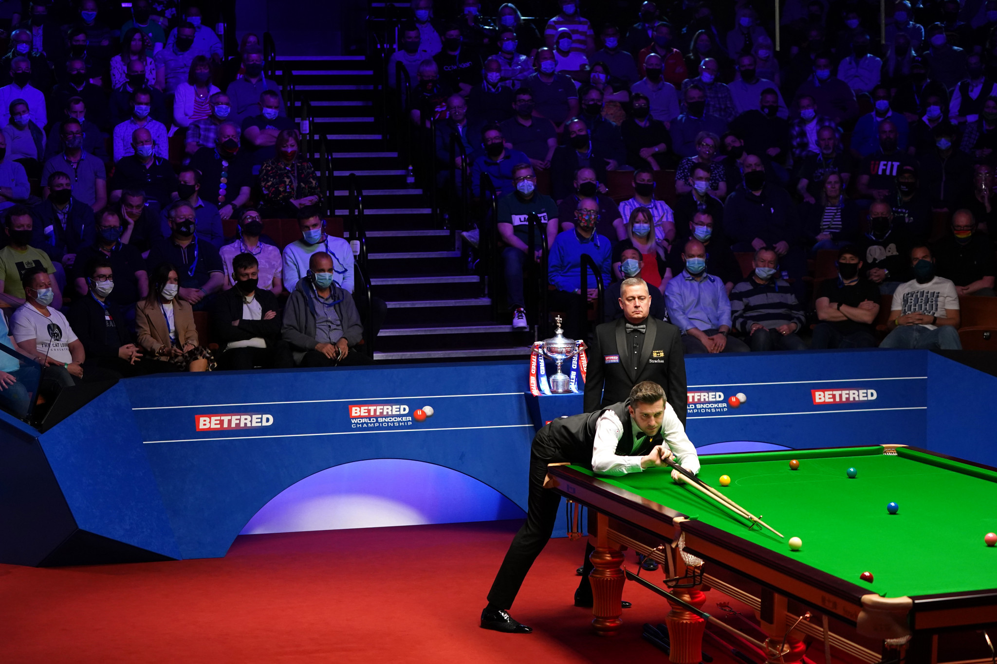 Selby battles into three frame lead against Murphy after opening day of World Snooker Championship final