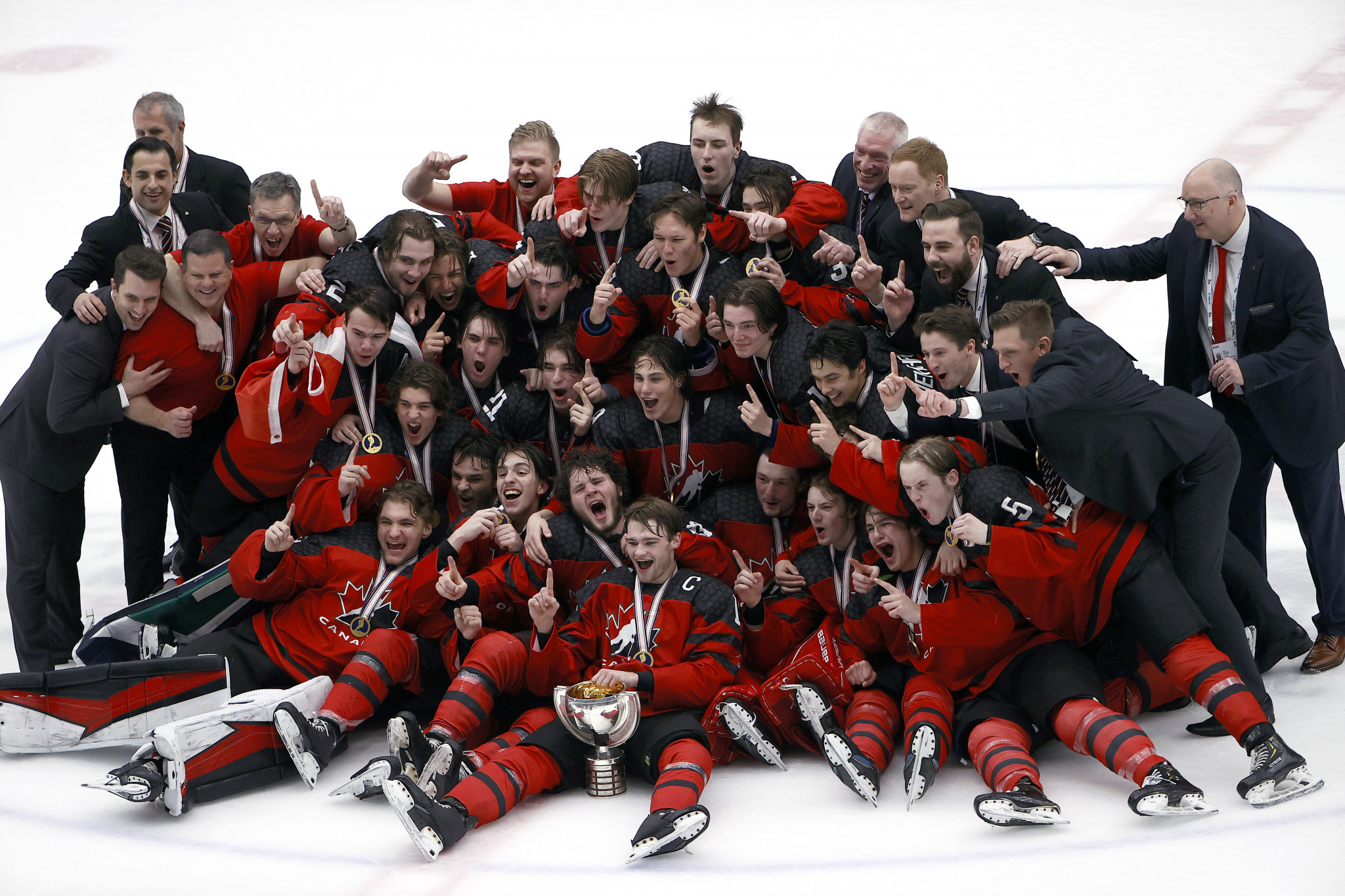 Canada beat Russia to win IIHF Under-18 World Championship