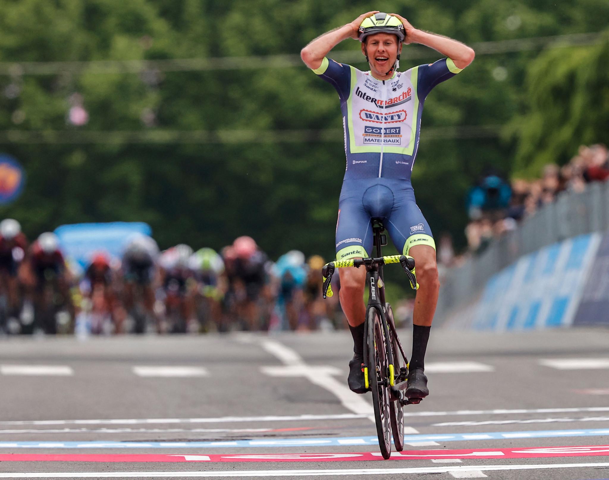 Debutant Van der Hoorn wins stage three from breakaway at Giro d'Italia