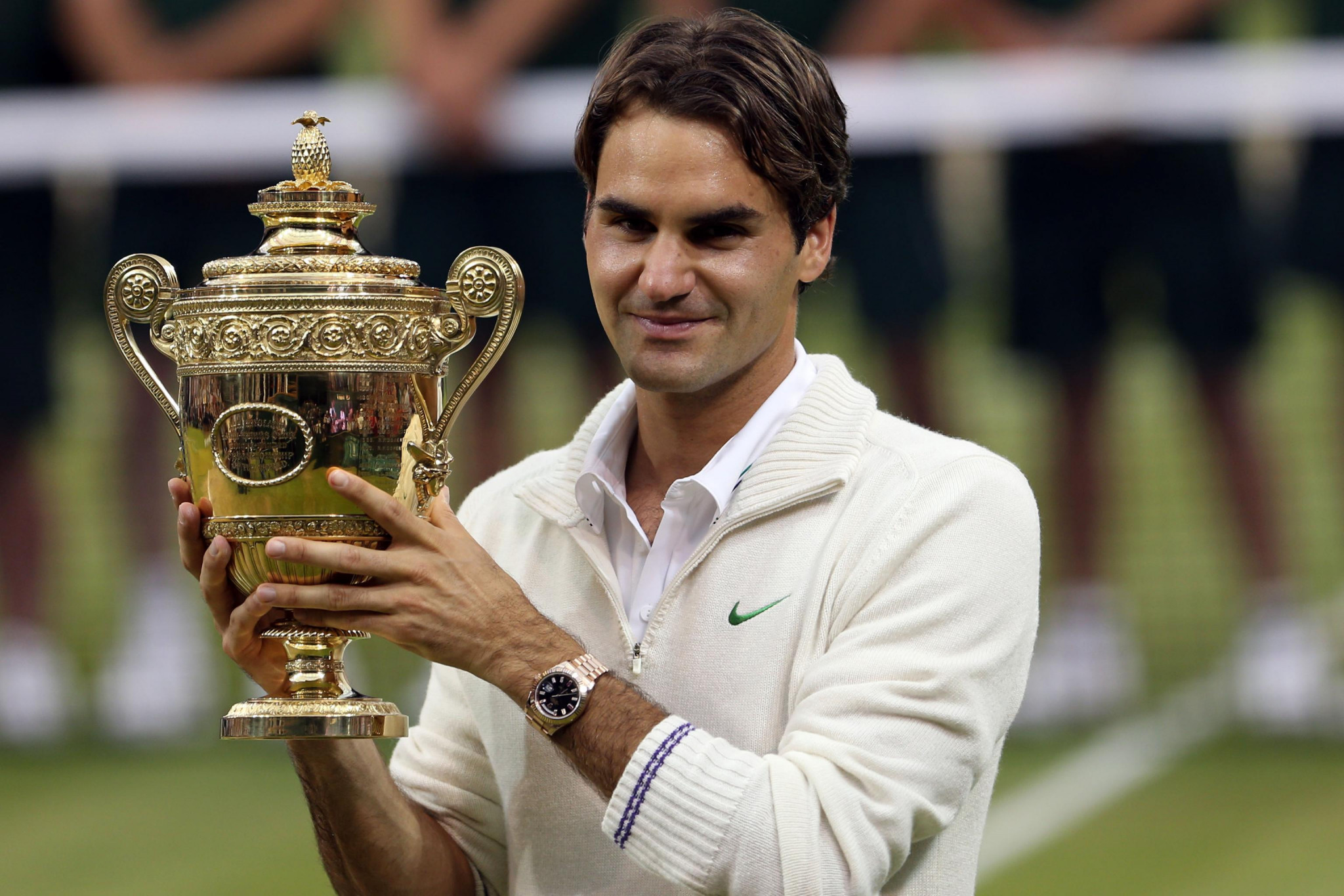 Federer memorabilia auction expected to raise over £1 million