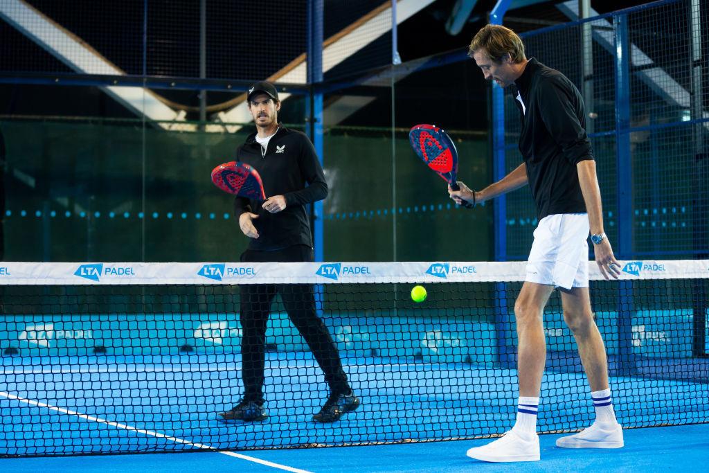 El pádel, visto aquí jugado por Andy Murray y Peter Crouch en Children In Need 2020 de BBC TV, ha sido anunciado con teqball como un nuevo deporte para los Juegos Europeos en 2023 © Getty Images