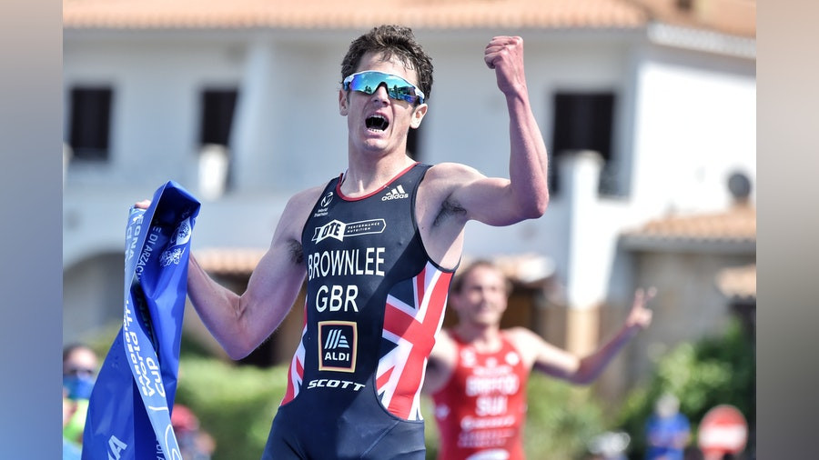 Jonny Brownlee wins Triathlon World Cup in Arzachena as brother Alistair fails to finish