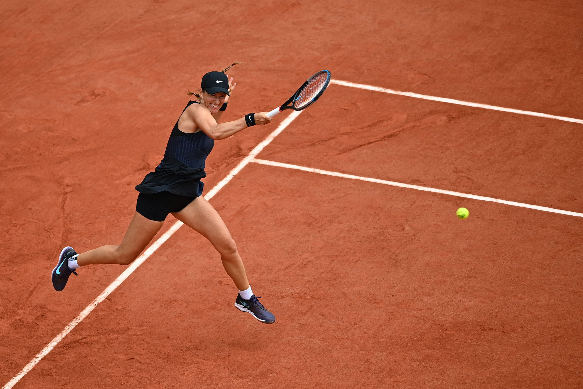 Victoria Azarenka beat Madison Keys in straight sets to advance to the second week of the French Open ©Getty Images