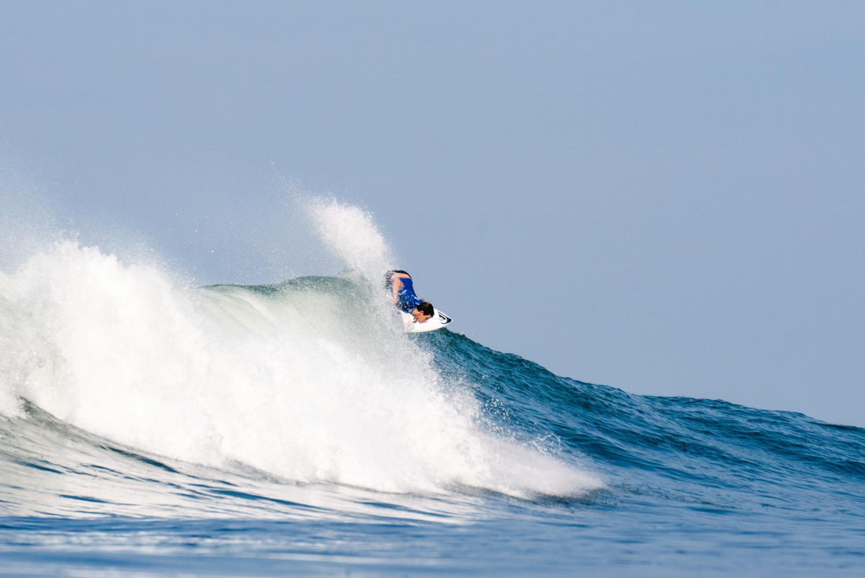 Lucca Mesinas de Perú fue uno de los surfistas que aseguró su lugar olímpico en los World Surfing Games hoy © ISA / Pablo Jimenez
