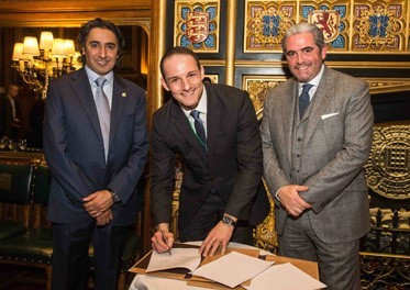 CGF chief executive David Grevemberg (centre) signed the new collaboration agreement with ICSS founder and President Mohammed Hanzab (left) and Emanuel Macedo de Medeiros (right), chief executive of ICSS Europe ©CGF/ICSS