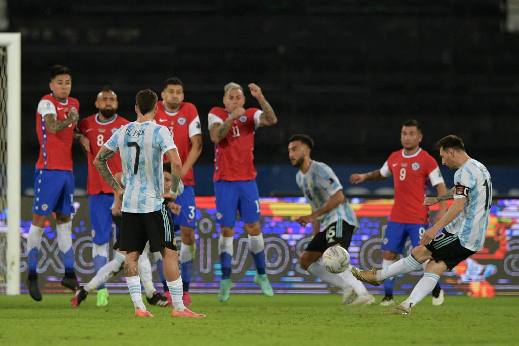 Chile holds Argentina to draw at Copa América