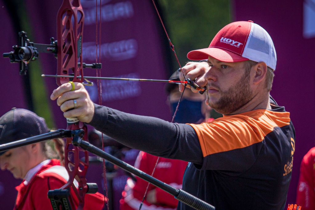 Schloesser in last four as he pursues second compound gold of World Cup season in Paris